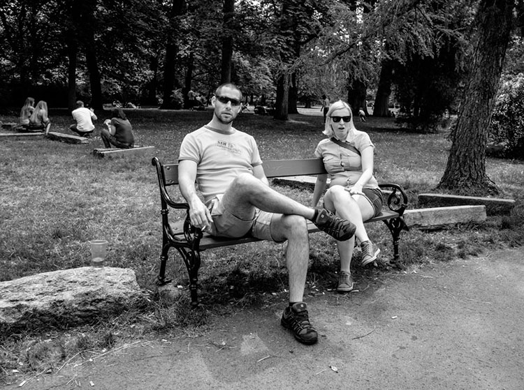 Dvojice na lavičce / A couple on the bench