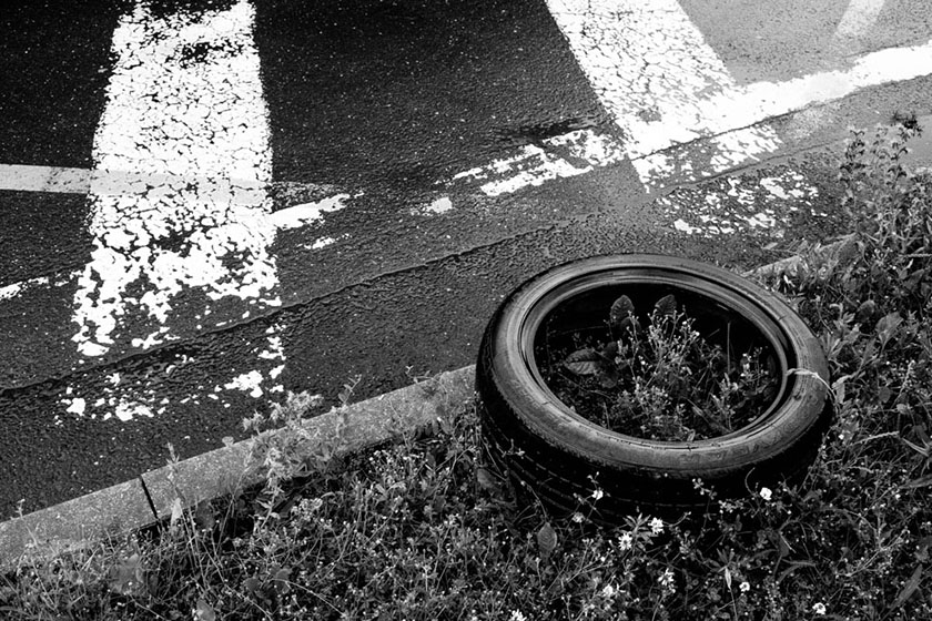 Pneumatika u silnice /  A tire by the road