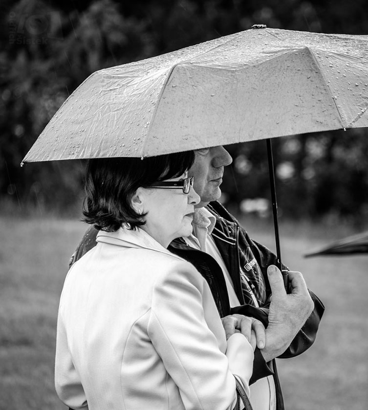Pár pod deštníkem / A couple under an umbrella