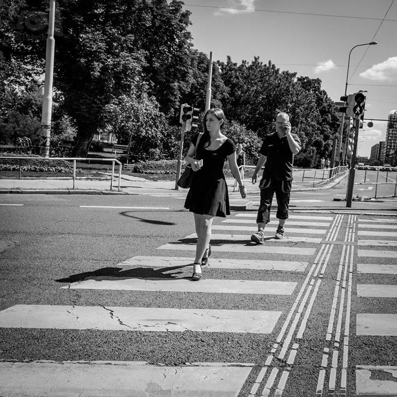 Žena a muž na přechodu / A woman and a man on the zebra crossing