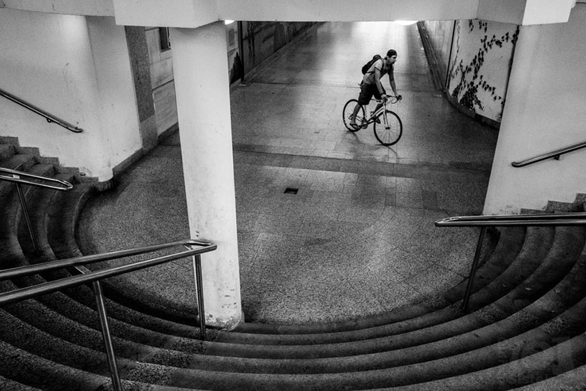 Cyklista v podchodu / A biker in the underpass